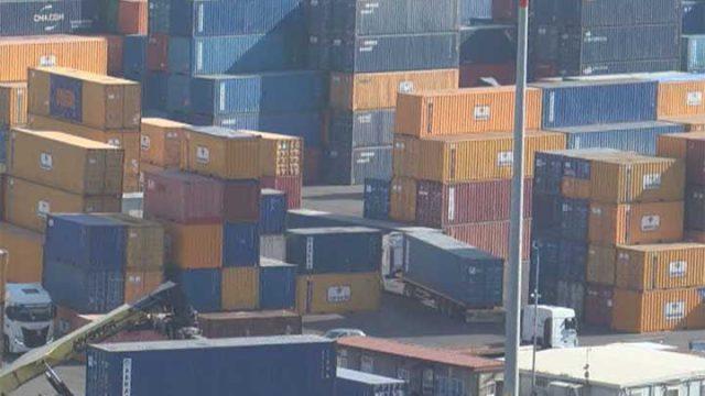 Cantainer porto di Salerno. Container di rifiuti destinati al Burkina Faso.