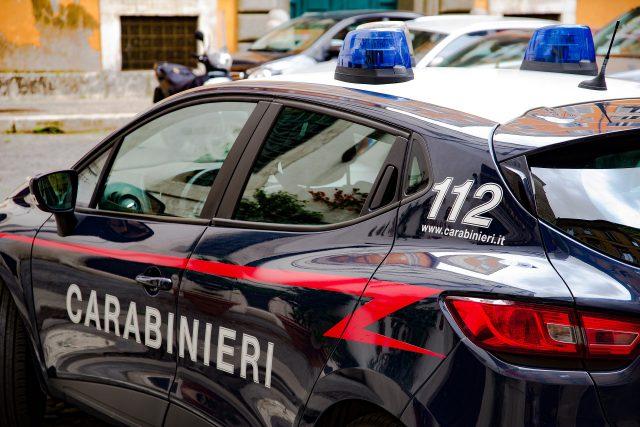carabinieri multano locale sul litorale di Salerno